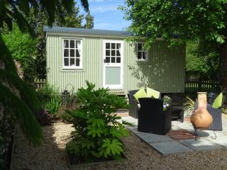"""Elderflower"" self catering Shepherds Hut - Pulborough vacation rentals"
