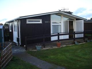 Convenient Chalet with Internet Access and Tennis Court - Barton-on-Sea vacation rentals