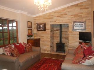 3 bedroom Cottage with Satellite Or Cable TV in Balgowan - Balgowan vacation rentals