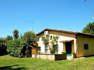 Semidetached house with shared pool at walking distance from shops, restuarant. - Monterosi vacation rentals