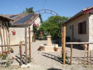 Holiday Cottage with shared pool near Duras - St Pierre Sur Dropt vacation rentals