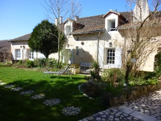 Bright St Front la Riviere vacation Gite with Internet Access - St Front la Riviere vacation rentals