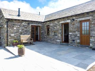 LITTLE CRAKE HOUSE, woodburner, working farm, walks from the door, near Kendal, Ref. 14607 - Kendal vacation rentals