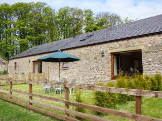 POPPY COTTAGE, woodburner, WiFi, zip/link beds, fenced garden with furniture, near Lancaster, Ref 913188 - Lancaster vacation rentals
