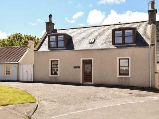 DELLWOOD COTTAGE, sea views, WiFi, next to the coast, charming cottage in Cullen, Ref. 906043 - Cullen vacation rentals
