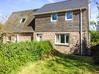 PARC, secluded cottage, off road parking, garden, in Llyswen, Ref 918623 - Llyswen vacation rentals