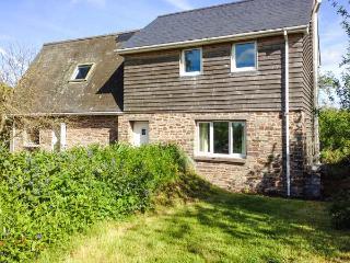 PARC, secluded cottage, off road parking, garden, in Llyswen, Ref 918623 - Llyswen vacation rentals