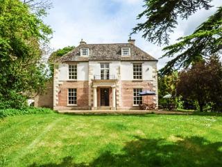 THE CEDAR HOUSE, open fires, pet-friendly, WiFi in Peterborough Ref 920774 - Alwalton vacation rentals