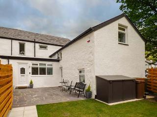 BWTHYN Y NANT, semi-detached, woodburner, parking, enclosed garden, in Llanberis, Ref 919315 - Llanberis vacation rentals