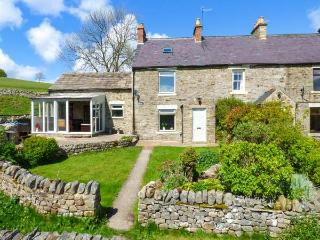 HOODGILL BARN, hot tub, woodburner, views, WiFi, en-suite, pets welcome, near Middleton in Teesdale, Ref. 922717 - Middleton in Teesdale vacation rentals