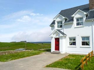 34 CARBERRY COURT, pet-friendly cottage with sea views, ope n fire, garden, Tullaghan Ref 924444 - Bundoran vacation rentals