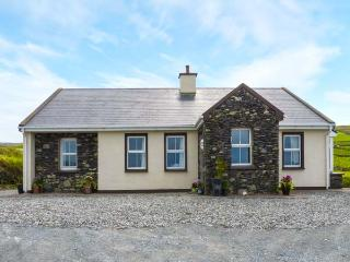 KITTY'S COTTAGE, detached, bright, WiFi, solid-fuel stove, views of sea and Valenita Island near Portmagee, Ref 925297 - Portmagee vacation rentals