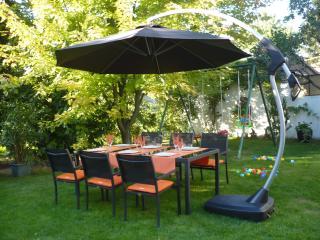 """Meublé de Tourisme """"Le Jardin"""" - Lingolsheim vacation rentals"""