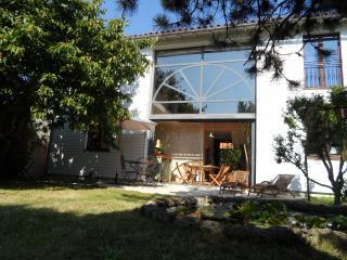 grande maison avec jardin ,situation idéale - La Rochelle vacation rentals