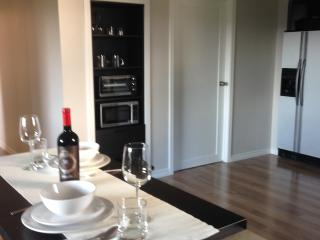 CLOSE TO ROYAL ROADS, BEACH & GOLF - Victoria vacation rentals