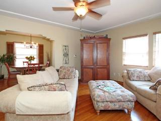 Beautiful, Centrally Located 2-Bedroom Bungalow wi - Pacific Beach vacation rentals