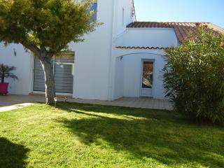 Villa, terrasse + jardin, près plage et commerces - Saint Martin de Re vacation rentals