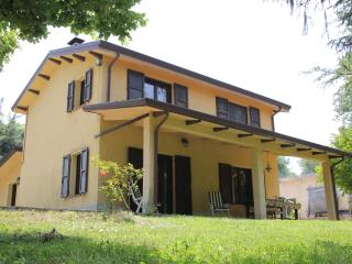 Lovely House with Deck and Outdoor Dining Area - Maiolo vacation rentals