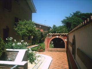 casa mare villa immersa nel verde poco dist mare - Torvaianica vacation rentals
