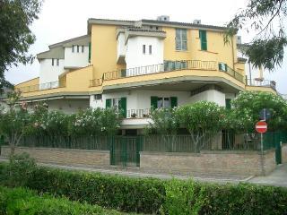 Beautiful Condo with Deck and A/C - Marina di Vasto vacation rentals
