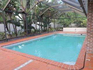 Artist's Fantasy Miami Lakes 5/2 for 12 guests Heated Pool Near Everything - Miami Lakes vacation rentals