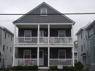 Cozy 3 bedroom Ocean City Apartment with Deck - Ocean City vacation rentals