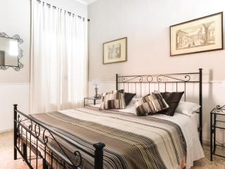 Pantheon cozy Apartment n.2, 6Pax - Rome vacation rentals