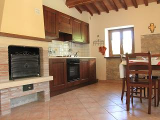 Romantic 1 bedroom Farmhouse Barn in Gualdo Tadino - Gualdo Tadino vacation rentals
