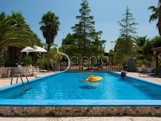 243 Confortevole Villa con Giardino - Felline vacation rentals