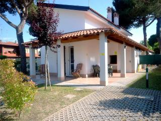 Villa Prestige con patio angolare e BBQ - Comacchio vacation rentals