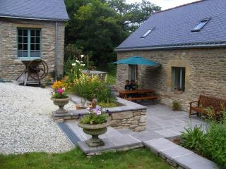 Spacious and peaceful rural Cottage sleeps 5 - Pontivy vacation rentals