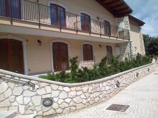 """Casa Vacanze """" Orso Bruno"""" a Villetta Barrea (AQ) - Villetta Barrea vacation rentals"""