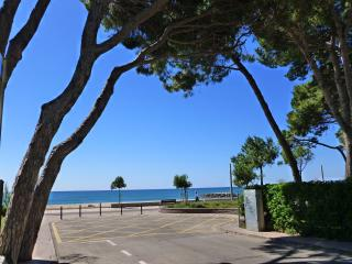 5 bedroom house near beach with private garden - Cambrils vacation rentals