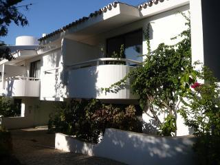 Nice Condo with Internet Access and A/C - Quinta do Lago vacation rentals