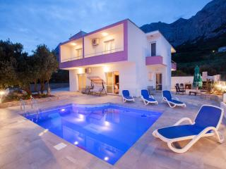Bright Villa with A/C and Satellite Or Cable TV - Makarska vacation rentals