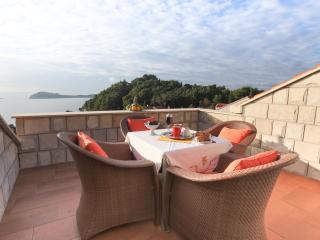 Romantic 1 bedroom Apartment in Cavtat with Internet Access - Cavtat vacation rentals