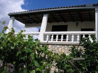2 bedroom Apartment with Television in Maslinica - Maslinica vacation rentals
