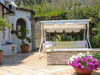 Bright 2 bedroom Marina di Novaglie Villa with A/C - Marina di Novaglie vacation rentals