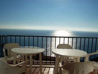 Apartamento con increibles vistas al mar y piscina - Tossa de Mar vacation rentals