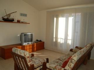 Cozy Condo with Dishwasher and Refrigerator - Tossa de Mar vacation rentals