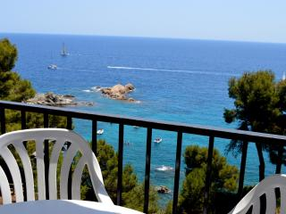 Estudio con vistas al mar y piscina 2 - Tossa de Mar vacation rentals