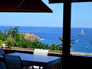 Apartamento BUNKER frente al mar - Tossa de Mar vacation rentals
