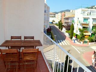 Soleado apartamento en Tossa del mar cerca de la Playa - Tossa de Mar vacation rentals