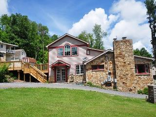 Delightful 4 bedroom home in prime Deep Creek Lake Location! - McHenry vacation rentals