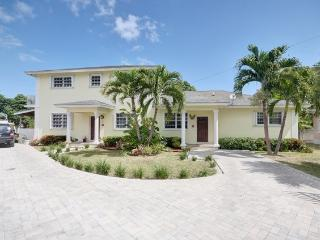 YOUR SWEET ESCAPE ... CLOSE TO THE BEACH - Nassau vacation rentals