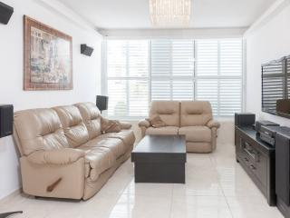 VIP apartment 5 minutes from TLV - Bat Yam vacation rentals