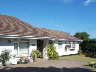 2 bedroom Bungalow with Internet Access in Little Petherick - Little Petherick vacation rentals