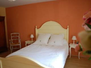 Bright Romaneche-Thorins Gite rental with Internet Access - Romaneche-Thorins vacation rentals