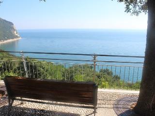 bellissimo bilocale nuovo al centro di Sirolo - Sirolo vacation rentals