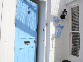 Helm Cottage - Dartmouth vacation rentals